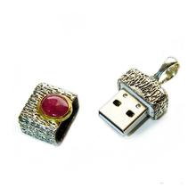 Флешка серебряная с рубином
