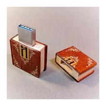 Флешка-книжечка деревянная с гравировкой