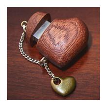 Флешка в виде сердца из красного дерева